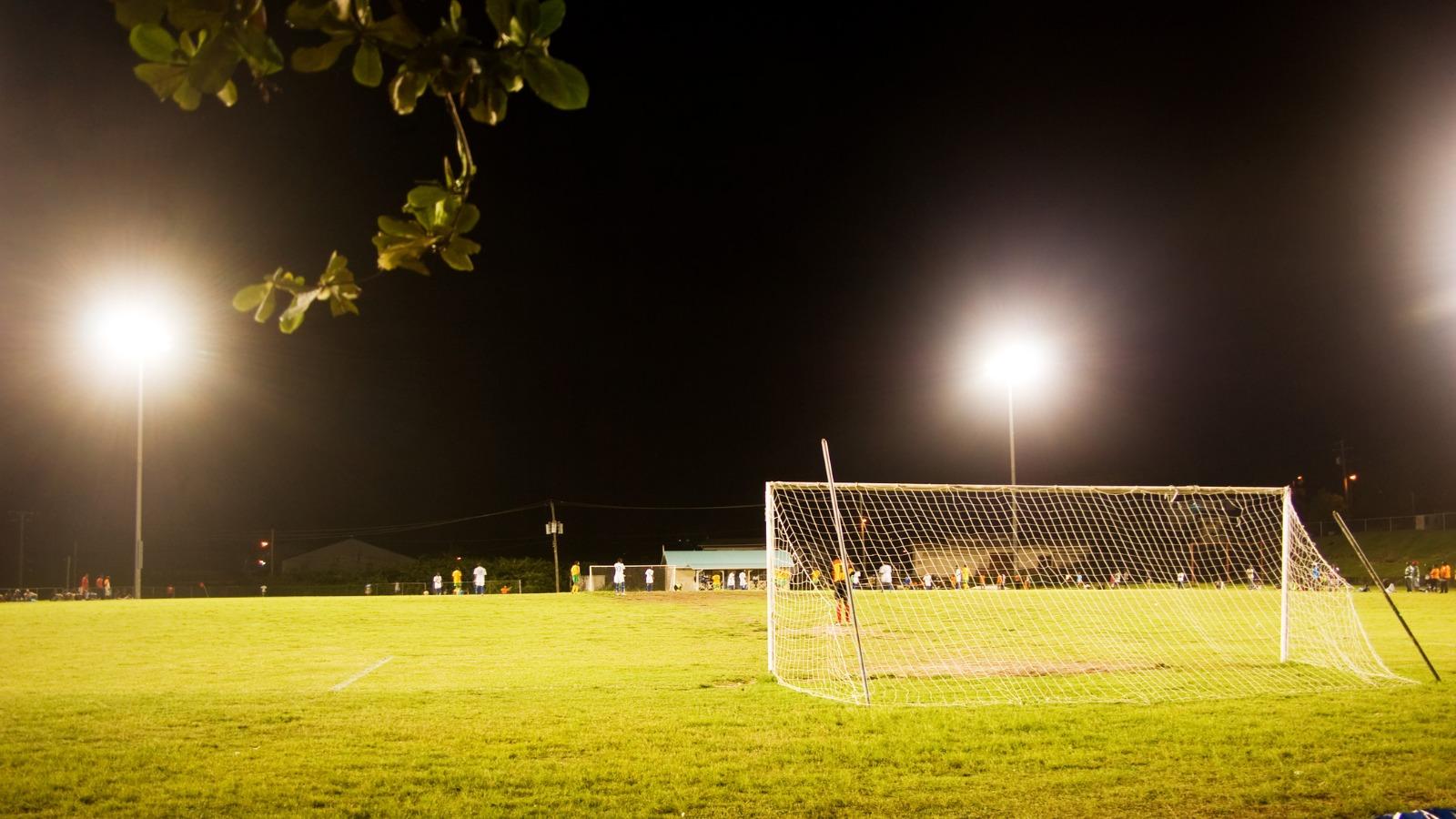 感覚過敏があるとサッカー練習場のライトが眩しい