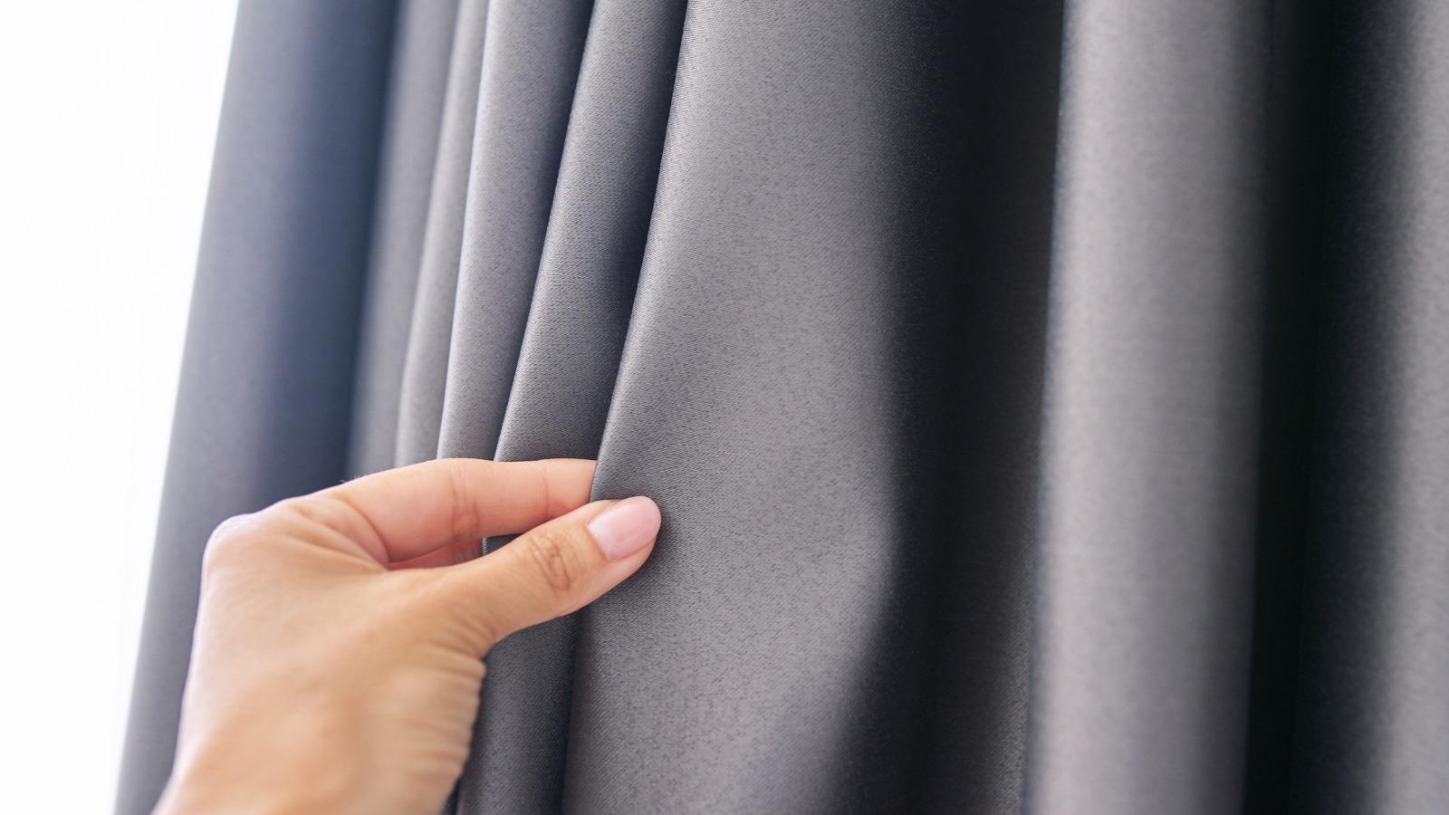 視覚過敏対策のために遮光カーテンを利用しています。